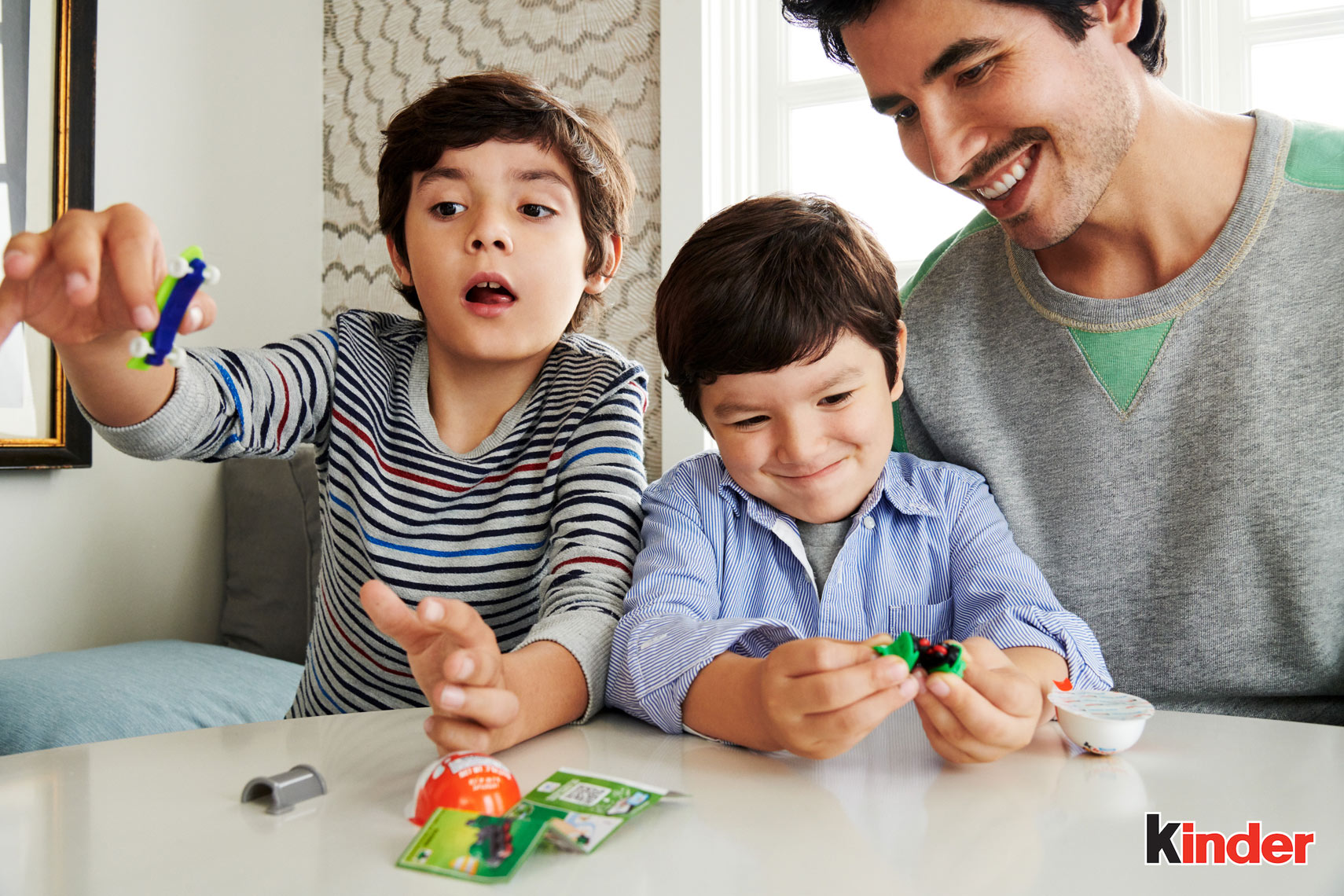 13_HISP_Kitchen_Dad_Sons_0364_01a